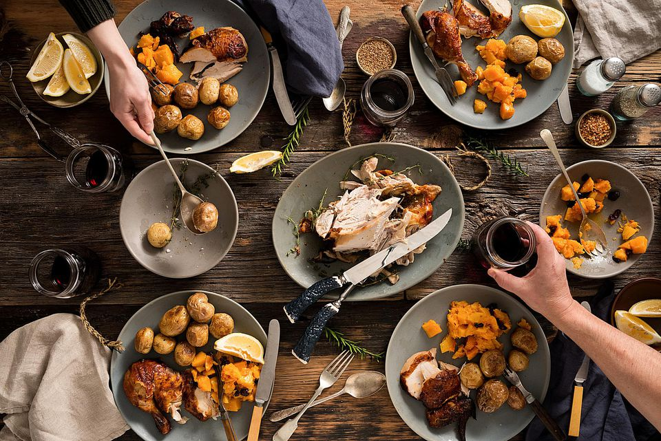 Stocksy_christmas-dinner_805419-58a70b093df78c345b675b1d