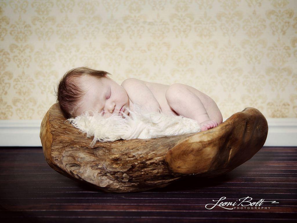 newborn-in-bowl